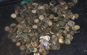 Rao bán kho báu hàng nghìn đồng xu vàng, bạc từ năm 1857