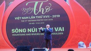 Tranh cãi câu dịch tiếng Anh 'ngớ ngẩn' trong Ngày thơ Việt Nam 2019