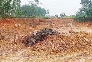 Phát hiện quả bom nặng 2,5 tạ trong lúc đào đất để giải phóng mặt bằng ở Hà Tĩnh