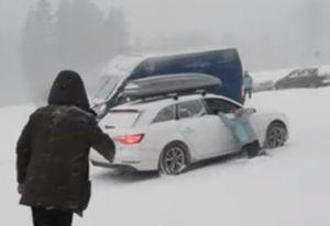 Audi A4 'trượt tuyết' trong vô vọng