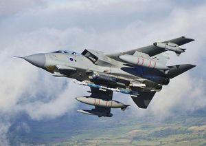 Chiến đấu cơ 40 tuổi của Không quân Anh 'tạm biệt' bầu trời