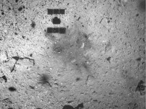 Tàu thăm dò Nhật Bản đáp thành công xuống bề mặt thiên thạch cách Trái đất 300 triệu km