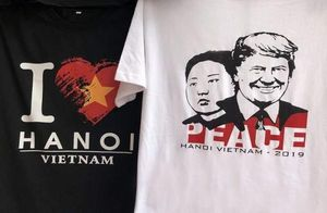 Một phút nghĩ ra ý tưởng, ngày bán 400 áo hình Tổng thống Trump và Chủ tịch Kim