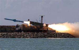Iran phóng thành công tên lửa hành trình từ tàu ngầm