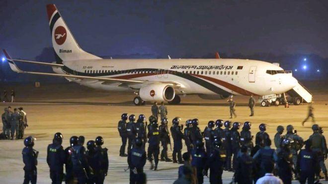 Máy bay hạ cánh khẩn cấp ở Bangladesh: Kẻ tấn công dùng súng đồ chơi