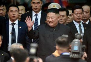 Cận cảnh Chủ tịch Kim Jong Un tươi cười rạng rỡ tại ga Đồng Đăng