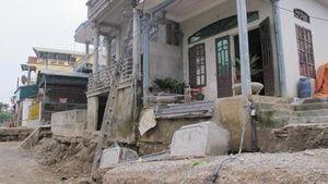 Khẩn trương khắc phục sự cố đường sụt lún tại xã Gia Thịnh