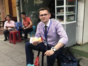 Phóng viên Business Insider: Cà phê trứng Việt Nam rất đặc biệt!