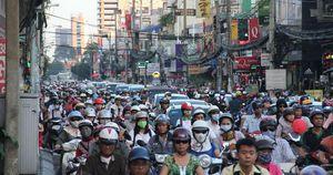 Nếu đổ ra cùng lúc, đường tại TP HCM không thể chứa hết ôtô con, xe máy