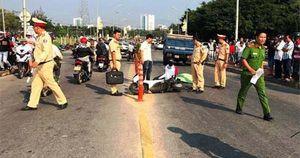 Clip nam sinh ở Đà Nẵng chết thảm dưới bánh xe tải: Nạn nhân tông cọc tiêu phân làn rồi ngã ra đường