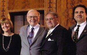 Tỷ phú Warren Buffett đã nuôi dạy 3 người con như thế nào?