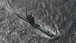 Iran phóng ngư lôi biết bay
