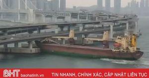 Thuyền trưởng say xỉn điều khiển tàu hàng 6.000 tấn đâm vào thành cầu ở Hàn Quốc