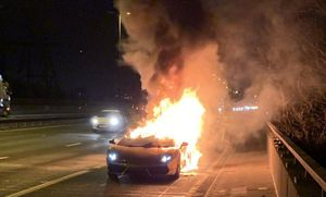 Siêu xe Lamborghini cháy ngùn ngụt sau khi bảo dưỡng hết hơn 300 triệu