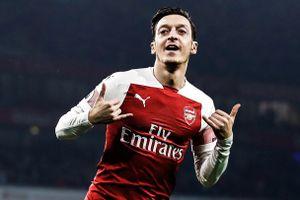 Arsenal có điểm tựa Emirates trước trận gặp MU