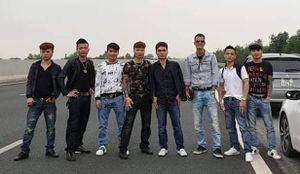 Vụ nhóm thanh niên dàn hàng chụp ảnh trên cao tốc: Khá 'bảnh' nói gì?