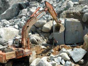 Nghệ An: Sập mỏ quặng đã đóng cửa làm 3 người chết