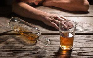 Cứu sống nạn nhân bị bạn nhậu cắt cổ trong lúc uống rượu