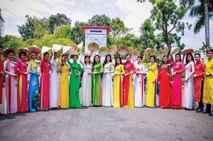 Lan tỏa vẻ đẹp áo dài Việt