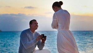 Jennifer Lopez được cầu hôn lãng mạn trên bãi biển