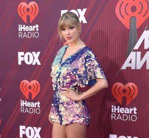 iHeart Radio Awards: Katy Perry chủ động ngỏ lời hợp tác Taylor Swift