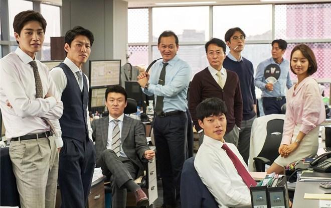 'Tiền Đen' của chàng 'mặt cún' dễ thương Ryu Jun Yeol tiếp tục làm khán giả tò mò khi phát hành loạt hình ảnh mới
