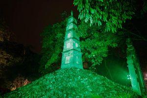 'Nhuộm xanh' Tháp Bút trong ngày hội văn hóa Ireland