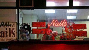 Bí mật trong những tiệm massage trá hình trên đất Mỹ