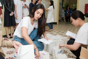Hoa hậu Tiểu Vy xúc động ngày vào viện K thăm bệnh nhân