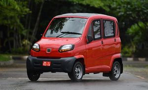 Ô tô giá 88 triệu đồng, mỗi nhà mua 2 chiếc đi 4 bánh 'sang chảnh'?