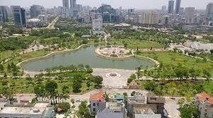 Hàng nghìn người dân phản đối dự án 'xẻ thịt' công viên xây bãi đỗ xe