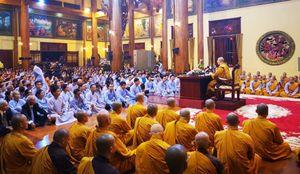 'Cắp sách đến học chùa Ba Vàng cách tiếp thị, thu tiền'