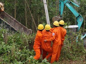 Quảng Nam: Khắc phục sự cố lốc xoáy gây mất điện 9 xã vùng cao