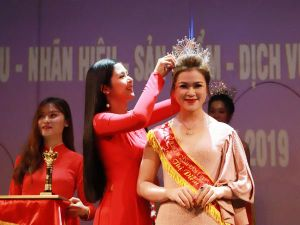 Chủ tịch liên minh Yoga Đông Nam Á nhận danh hiệu Nữ hoàng Ngành Làm đẹp Việt Nam 2019