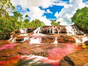 Dòng sông đẹp nhất thế giới 'chảy xuống từ thiên đường'