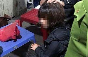 Nghi án đối tượng bịt mặt dùng súng cướp tài sản ở chợ Long Biên