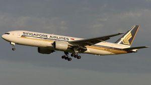 Vừa cất cánh, máy bay Singapore nhận thông báo bị cài bom