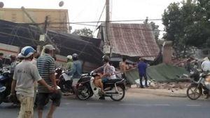 Xe tải tông sập 2 căn nhà, tài xế và lơ xe tử vong