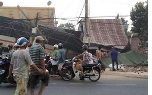 Xe tải chở rau tông sập hàng loạt nhà dân, hai người thiệt mạng ở Đồng Nai