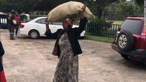 Lý do tỷ phú giàu thứ 8 châu Phi tặng nhà, tiền cho một bà lão
