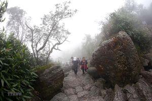 Nhiều nhà dân bị ảnh hưởng vì nổ mìn phá đá khi làm đường vào Yên Tử