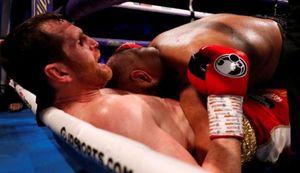 Kash Ali bị loại vì cắn David Price trong trận boxing