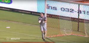 Thai League: Văn Lâm 2 lần vào lưới nhặt bóng, Xuân Trường nhìn đồng đội chiến thắng