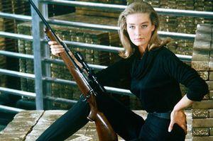 Nữ diễn viên phim James Bond qua đời ở tuổi 77