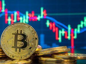 Giá Bitcoin bất ngờ tăng sốc, sắp chạm ngưỡng 5.000 USD