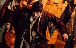 Jo Jung Suk 'thân tàn ma dại' vì bị hành hạ trong bộ phim 'Nokdu Flower' sắp được trình làng cuối tháng 4