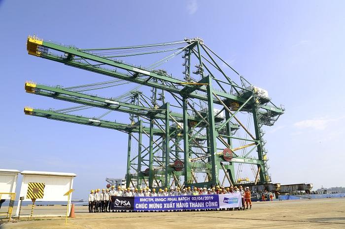 Doosan Vina hoàn thành đơn hàng 12 cẩu container RMQC cho khách hàng Ấn Độ