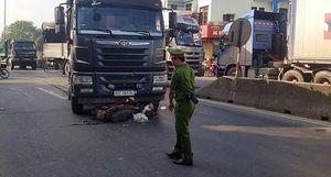 Người phụ nữ gặp họa khi chạy xe máy qua ngã tư 'tử thần'