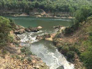 Bắt quả tang Hapaco Đông Bắc xả thải độc hại ra sông Mã