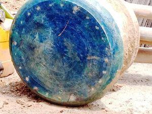 Mời chuyên gia giám định trống đồng cổ mới phát hiện tại Lào Cai